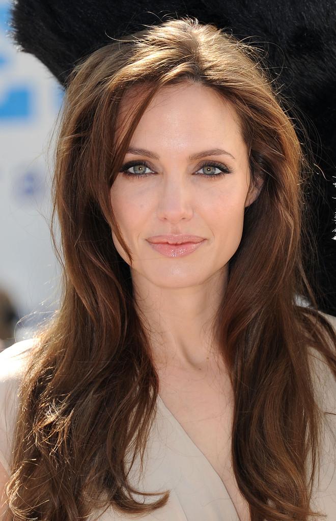 Angelia Jolie trẻ đẹp nhờ lăn kim tế bào gốc?